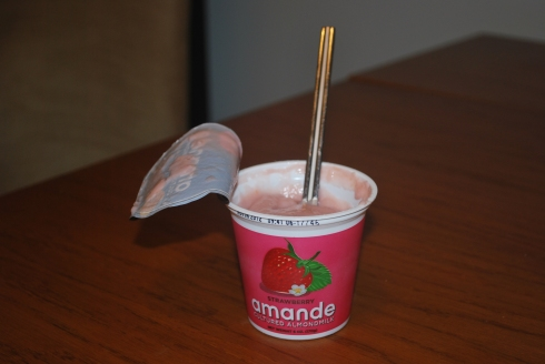 Amande Almond Milk Strawberry yogurt